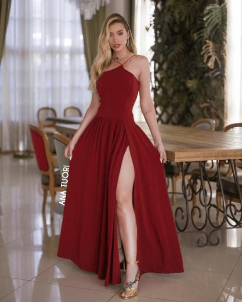 {Adele} Vestido Festa Longo Godê Tirinhas com Fenda Madrinha Formatura (cor Marsala)