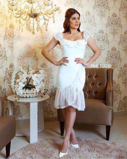 {Amanda} Vestido Midi Babados em Tule com Poás Formatura Casamento (cor Branco Off)