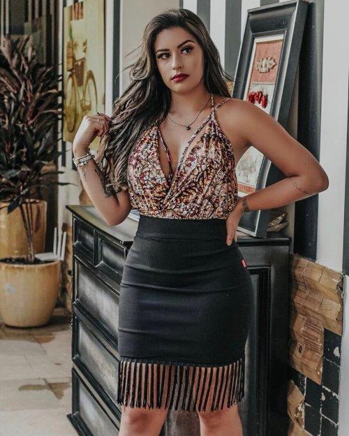Body Feminino Decote Profundo com Tiras Várias Formas de Amarrar (cor Estampa Cores Quentes) - Mari Cândido