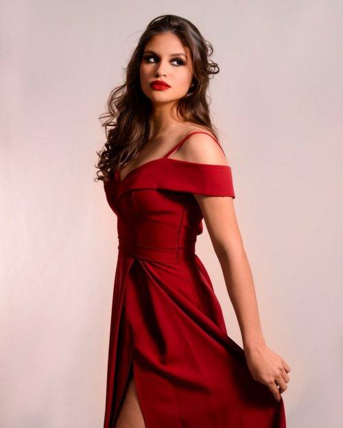 {Celina} Vestido Festa Longo Evasê Ombro a Ombro com Alças e Fenda Madrinha Formatura (cor Vermelho Sangue)