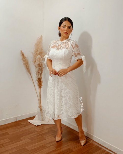 {Larissa} Vestido Noiva Midi Rodado Manga Curta com Laço em Renda Formatura Casamento (cor Branco Off)