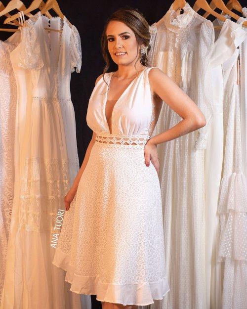 {Lya} Vestido Noiva Midi Rodado Decote em Tule com Renda Chantilly Batizado Casamento (cor Branco Off)
