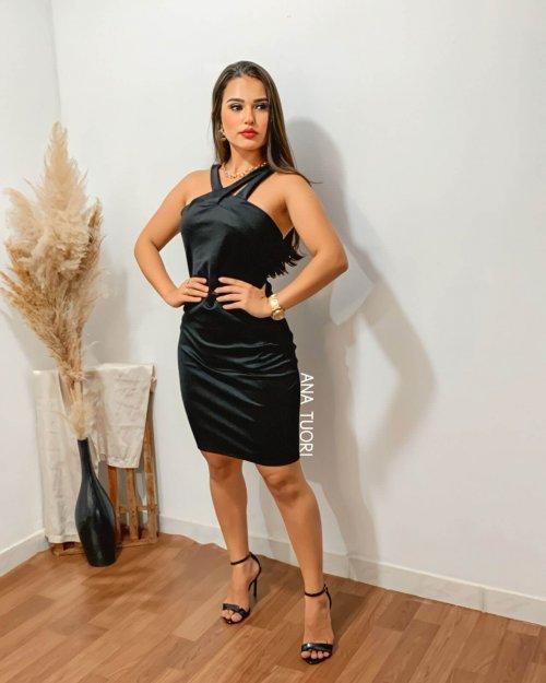 {Maju} Vestido Curto Tubinho Decote Trançado Assimétrico Aniversário Formatura (cor Preto)