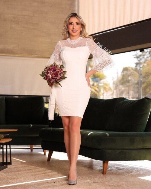 {Manuela} Vestido Festa Curto Gola Alta Manga Longa Duas Camadas em Tule Casamento Formatura (cor Branco Off)