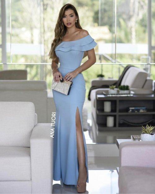 {Sabrina} Vestido Festa Longo Semi Sereia Ombro a Ombro Babados com Fenda Madrinha Formatura (cor Azul Serenity)