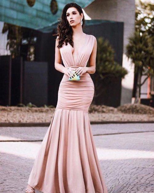 Vestido Longo Sereia Decote Profundo na Frente e nas Costas com Drapeado (cor Nude) - Roberta Hahl