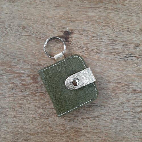 Chaveiro com Porta Fotos - Verde Oliva com Dourado