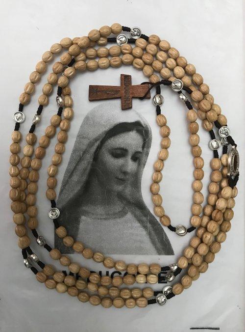 Rosário de Nossa Senhora contendo os Quatro terços em Madeira nas cores Marfim