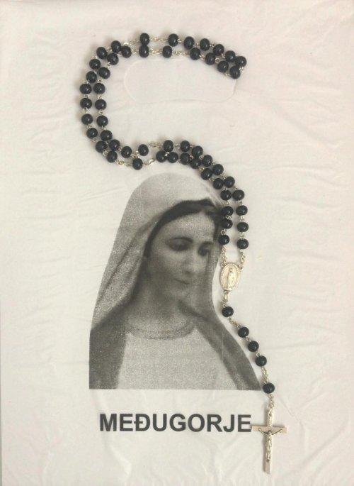 Terço com a Medalha Milagrosa adquirido na lojinha das irmãs da Congregação das Filhas da Caridade.
