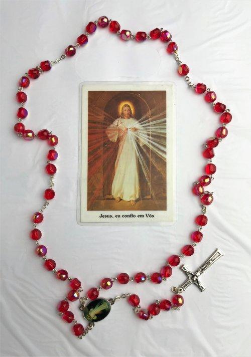 Terço da Misericórdia - Lindo terço em perolas vermelhas grandes preparado para reza do Terço da Misericórdia