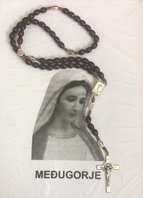 Terço de Medjugorje em Madeira com Pai Nossos e Crucifixo com Medalhas de São Bento e Salve Rainha com Terra de Medjugorje