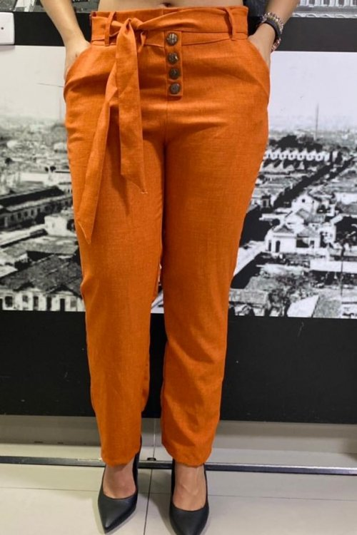 CALÇA EM LINHO COM DETALHE DE BOTÕES - LARANJA (veste até 44)