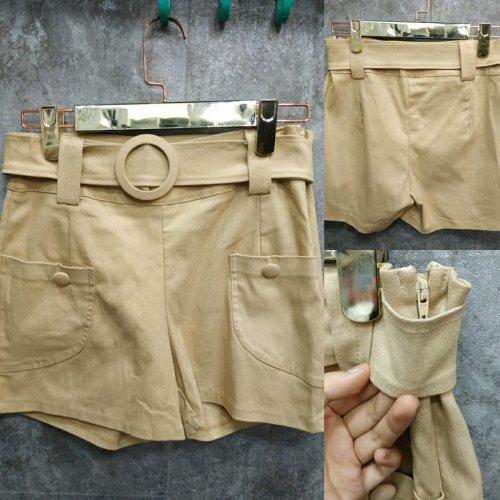 Shorts em bengaline com cinto e botões - Areia